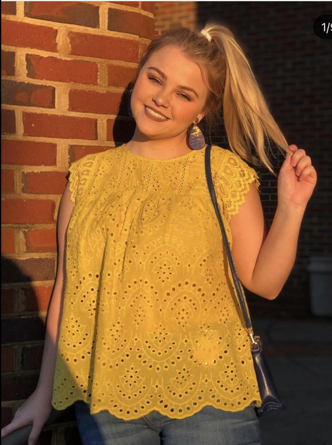 Top Mustard Sleeveless W/crochet Size Large