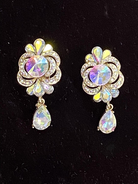 AB w/Single Dangle Stone Clip On Earrings
