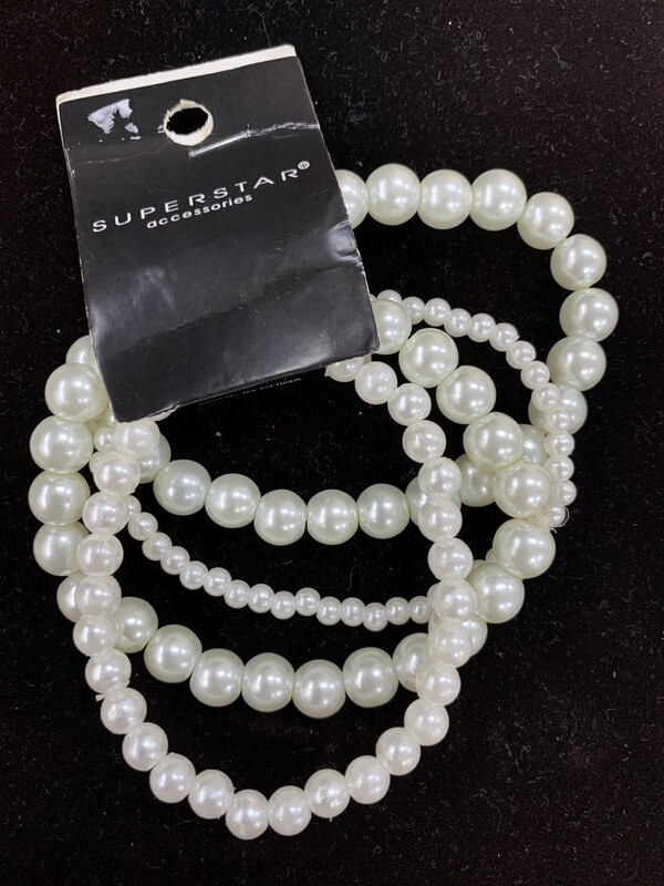 Small Pearl Layer Bracelet