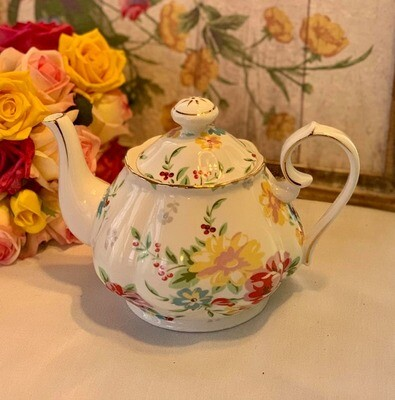 Shabby Rose White Tea Pot