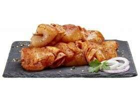 Brochettes de poitrine de poulet avec bacon de dinde