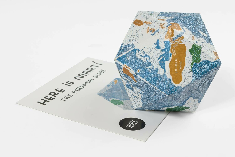 Here - le globe personnel - par Marti Guixé