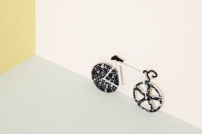 Le vélo découpe Pizza Fixie noir et blanc