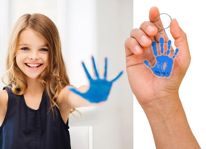 Set pour fabriquer son porte-clé avec l'empreinte des mains de votre enfants