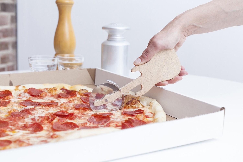 Roulette à Pizza en forme de guitare
