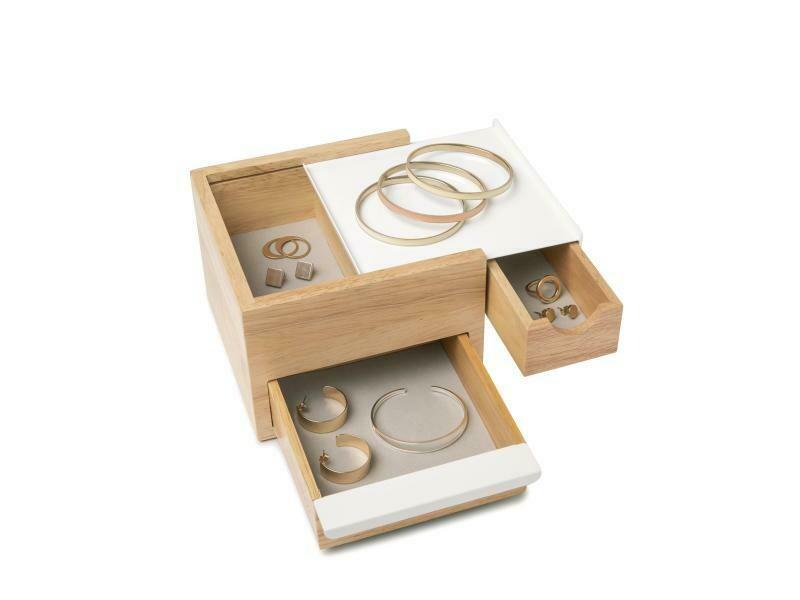 Petite boîte à bijoux pleines de compartiment