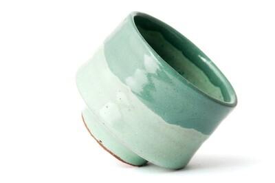 Tasse de poterie verte