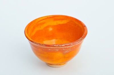 Tasse de poterie japonaise traditionnelle orange