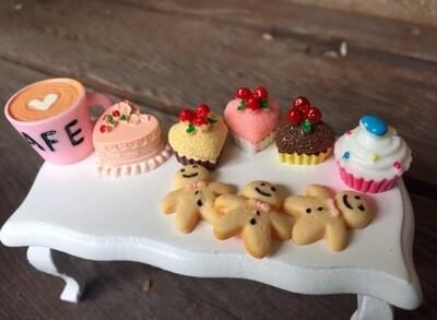 Dollhouse /peg Doll  Party Table Miniatures