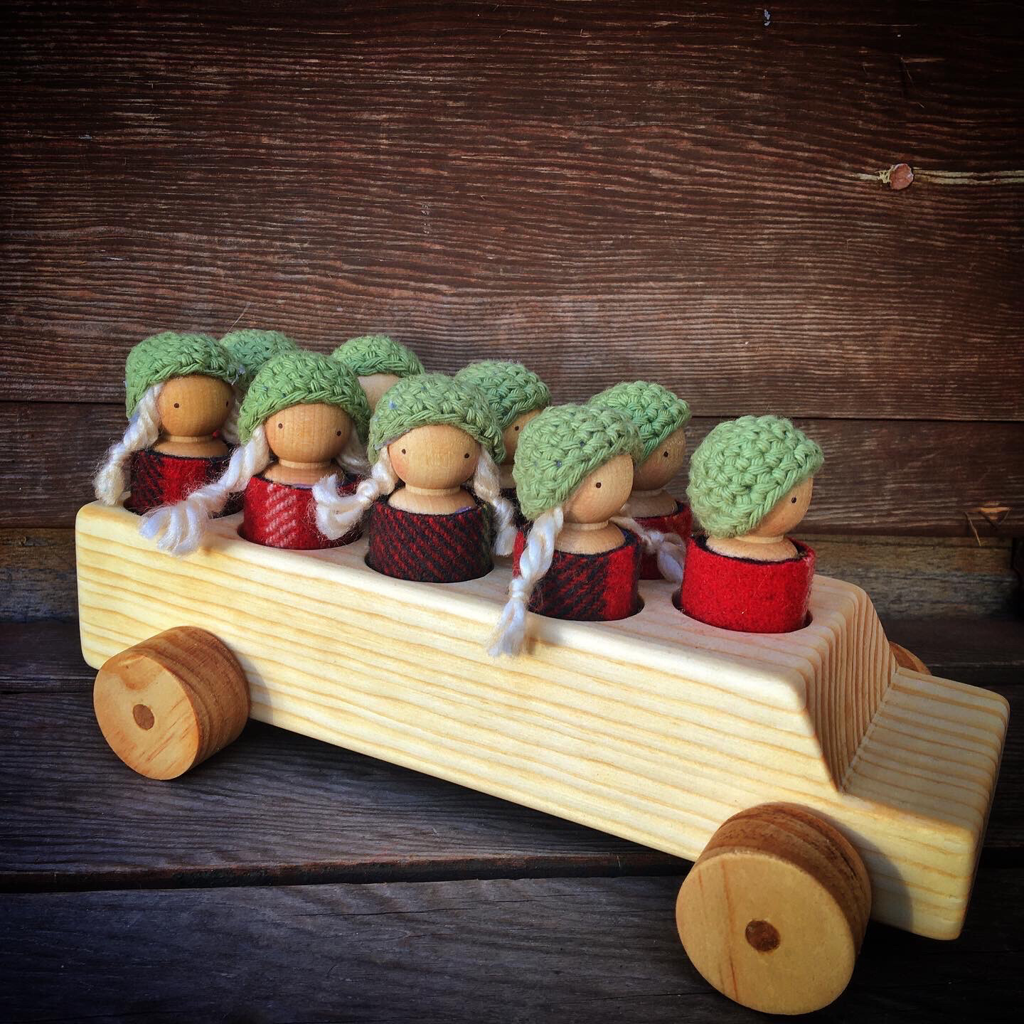 Peg Doll School Bus - Boys And Girls, Red/green