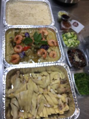 Family Meal Deals For Four Option#11-tastes Of South East Asian. (四人特价套餐#11- 东南亚风味套餐(海南鸡+马来海鲜咖喱+三份小菜+海南鸡油饭)