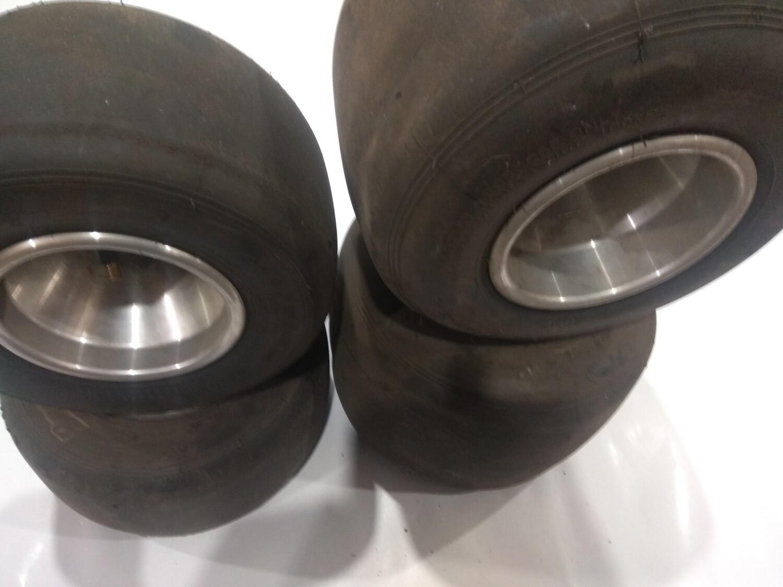 Комплект Б/У шин и дисков , передние под 17 ось кулака.