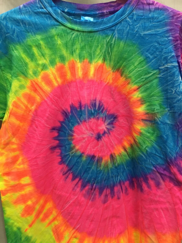 Classic Twist Rainbow - Tie Dye T-shirt - Size SMALL