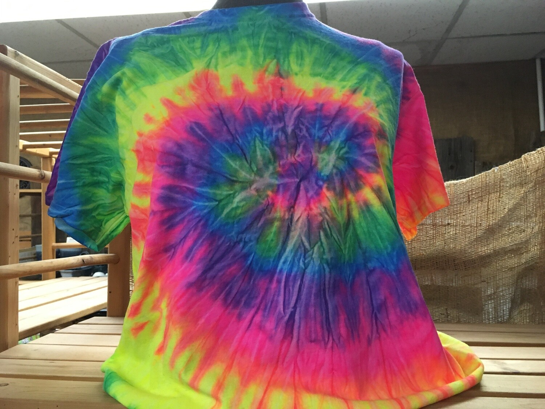 Classic Twist Rainbow - Tie Dye T-shirt - Size LARGE