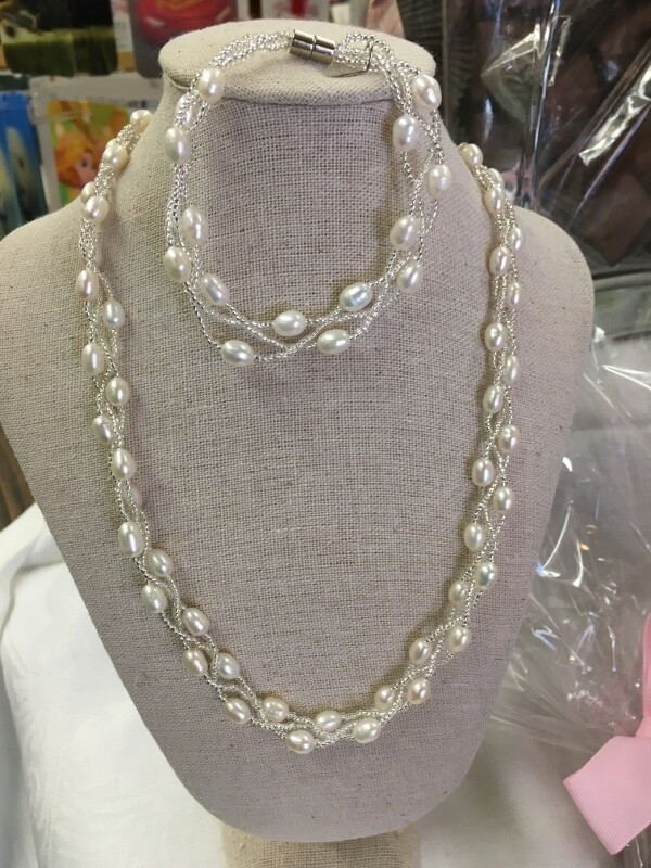 Freshwater Pearl Necklace and Bracelet Set - Twisted Beaded Design with magnetic closures
