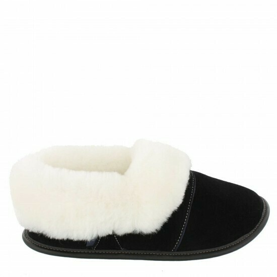 Mens Low-cut - 7.5/8.5  Black / White fur: Garneau Slippers