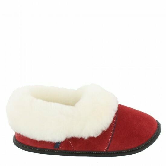 Ladies Low-cut - 9/10  Santa's Red / White Fur: Garneau Slippers