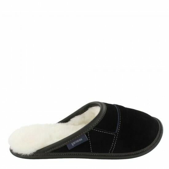 Mens Slip-on - 9/10  Black / White Fur: Garneau Slippers