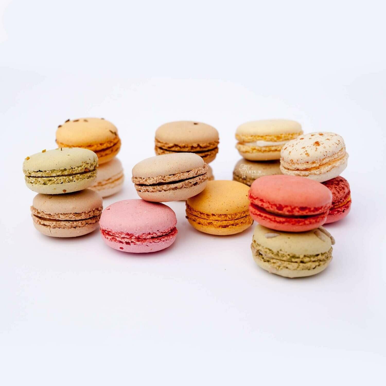 20 Gourmet Sweet Macarons