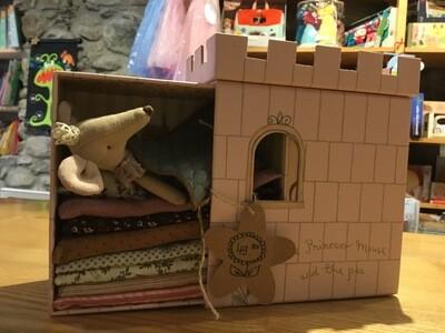 Château avec souris princesse au petit pois