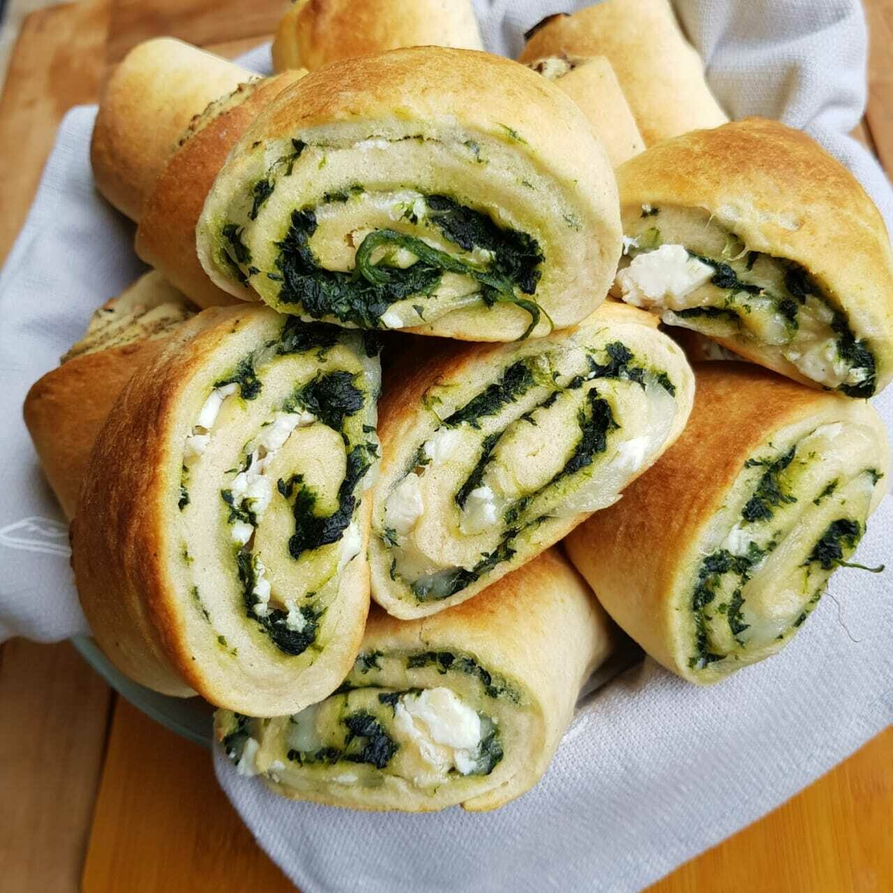 Rolls Spinach and Cheese لفائف السبانخ والجبن (Pack of 6) - Crafting Delices
