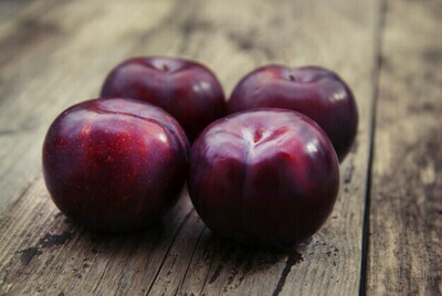 Plum Red خوخ أحمر (Kg) - Our Selection