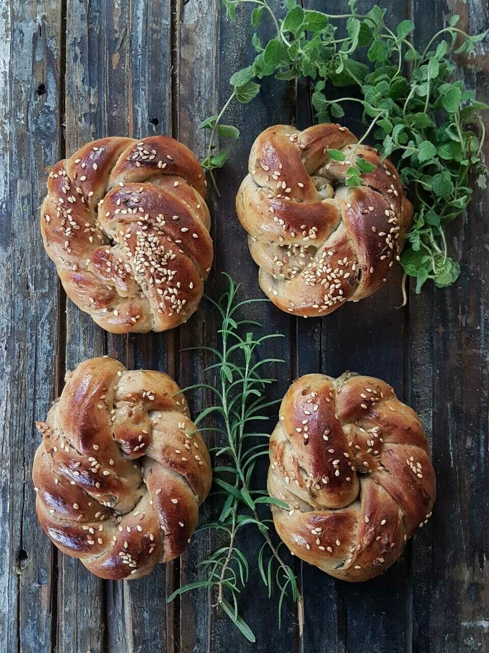 Bun Wild Thyme and Rosemary كعكة وايلد زعتر وإكليل الجبل (Pack of 6) - Crafting Delices