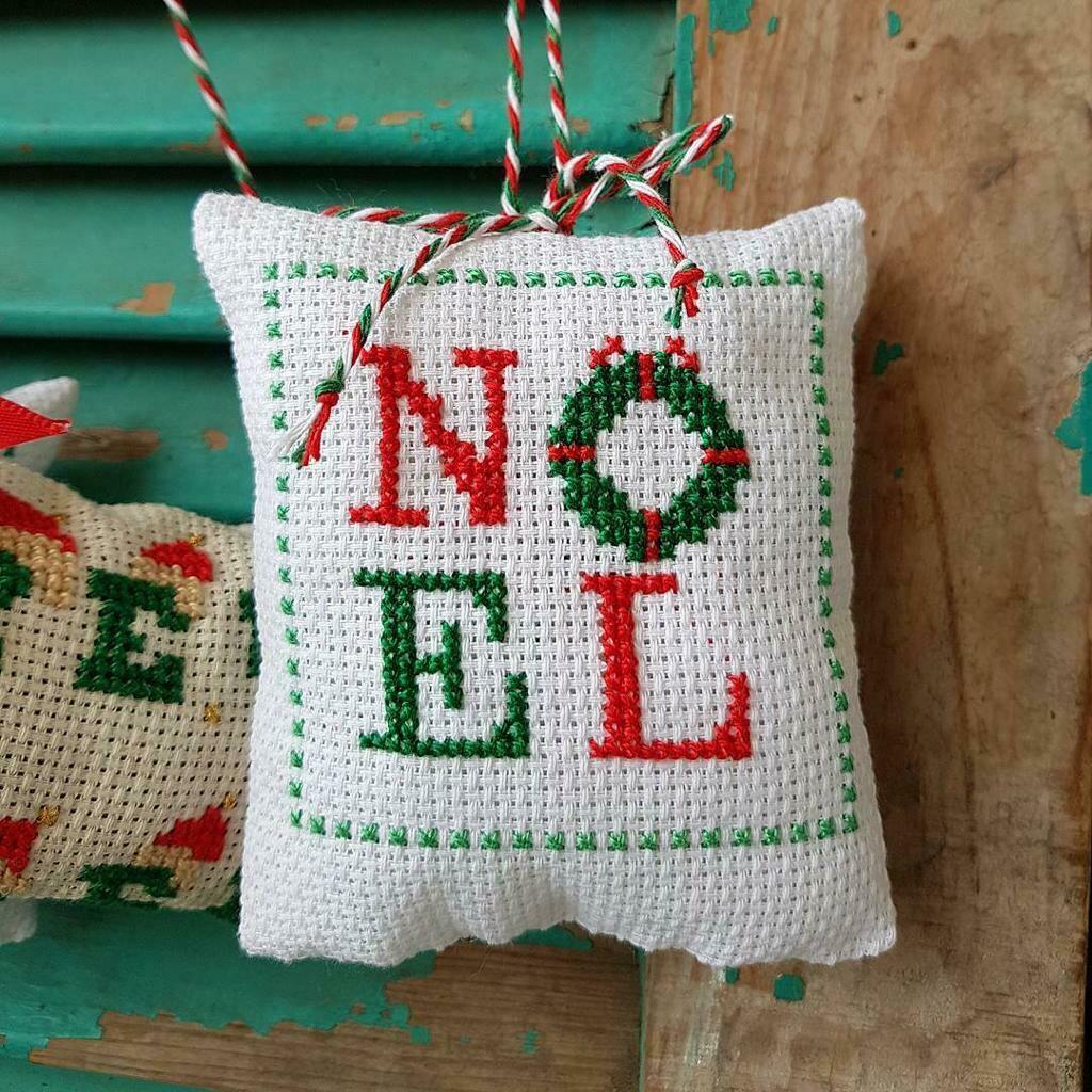 Point de Croix - Christmas Cushions (Piece) - Beamini