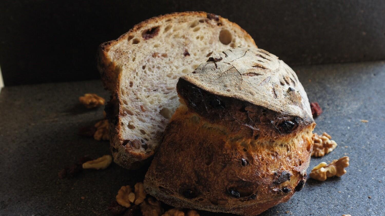 Sourdough Bread Walnut Cranberry خبز العجين المخمر والجوز والتوت البري (Piece) - Atelier n7