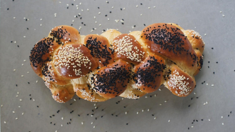 Braided Kitke Bread Loaf رغيف خبز كيتكي المضفر (Piece) - Atelier n7