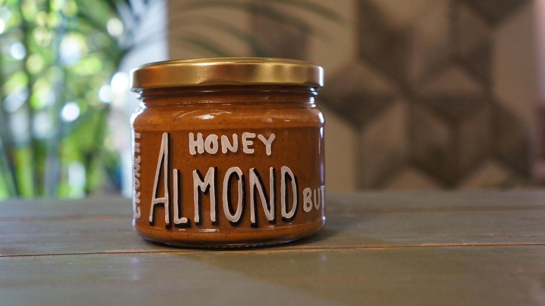 Almond Butter Honey Crunchy زبدة اللوز بالعسل كرانشي (Jar) - Celine Home Made Delights