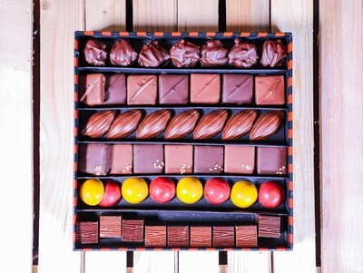 For The Love of Chocolate (Box) - Ebene