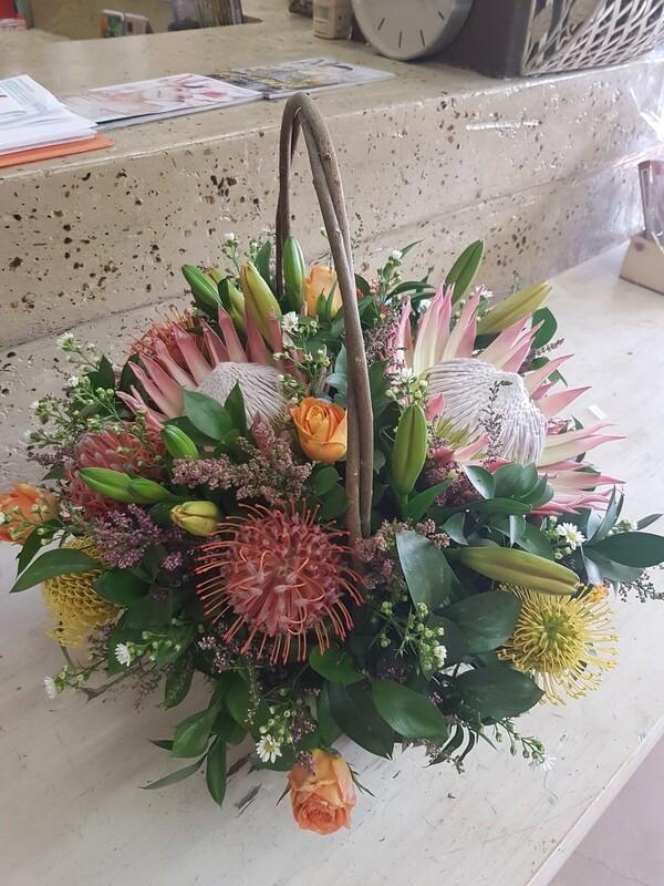 Basket flowers (Seasonal flowers)