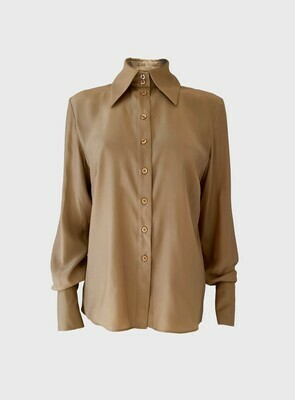 BOLD COLLAR SILK BLOUSE IN CAMEL