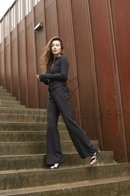 STRAIGHT-LEG TROUSERS IN BLACK