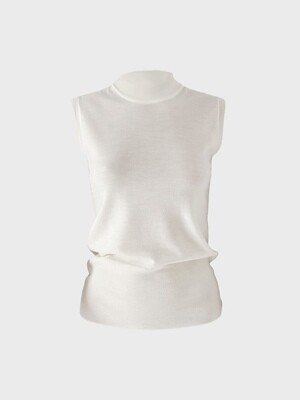SLEEVELESS KNITTED TOP IN OFF WHITE