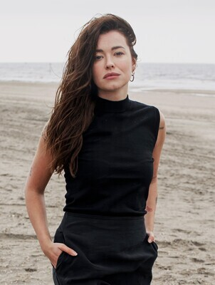 SLEEVELESS KNITTED TOP IN BLACK