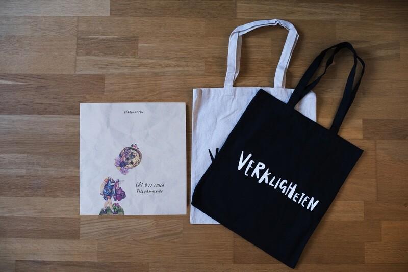 Verkligheten-paket: Vinyl + Tygpåse
