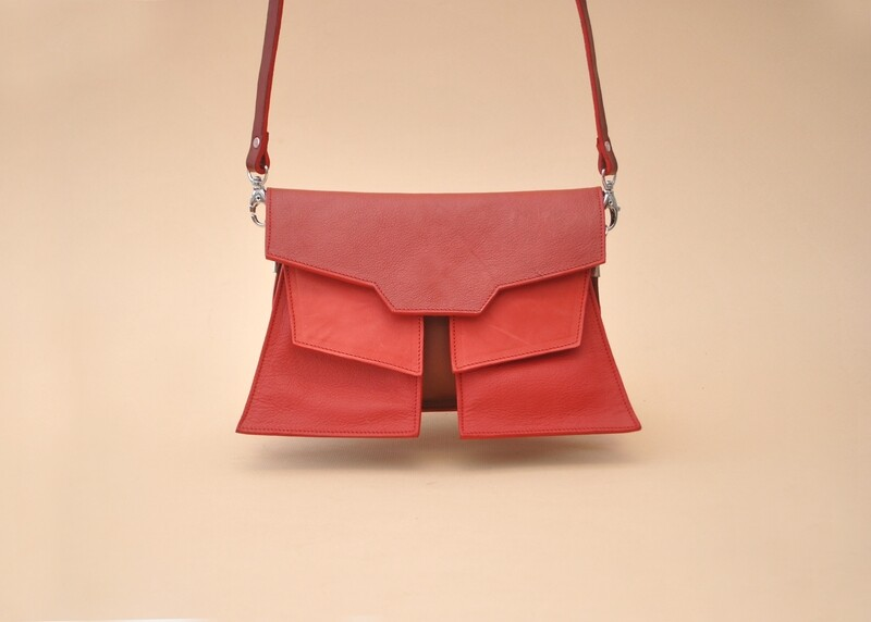 Tokio clutch  in Red