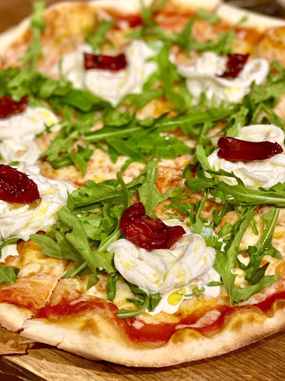 Пицца Страчателла с рукколой