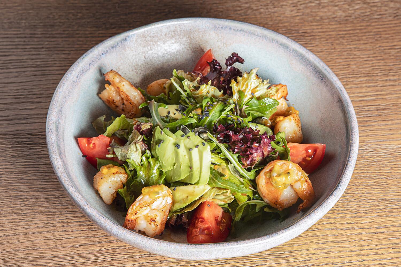 Теплый салат с гребешками и креветками    (220 гр)