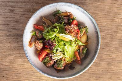 Теплый салат с мраморной  говядиной (230 гр)