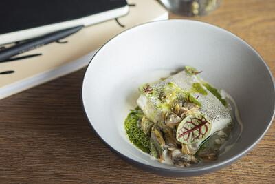 Палтус со шпинатом и вонголе (180 гр)