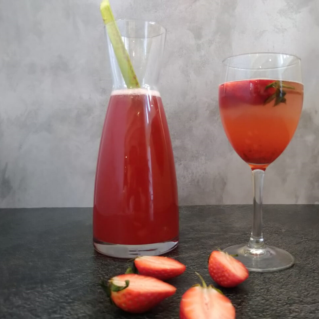 Sweet Rhubarb & strawberry cordial 500ml