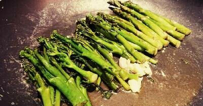 Broccoli and caramelised balsamic onion petals with herby asparagus
