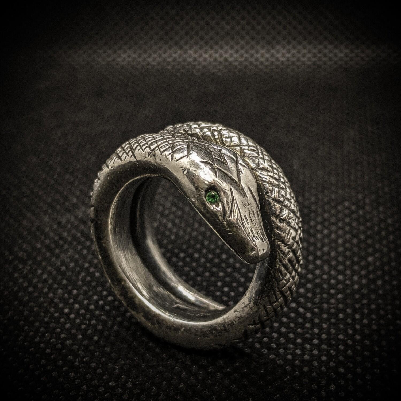 Pierścionek srebrny ze szmaragdami