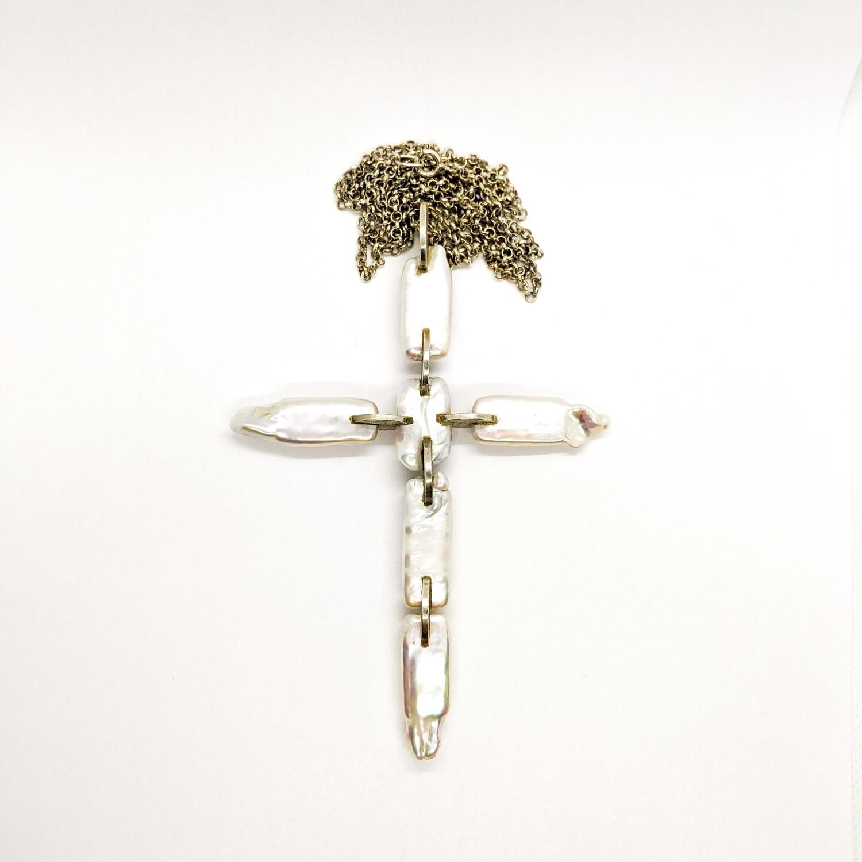 Krzyż srebrny z pereł