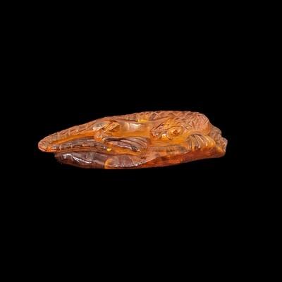 Jaszczurka z bursztynu bałtyckiego