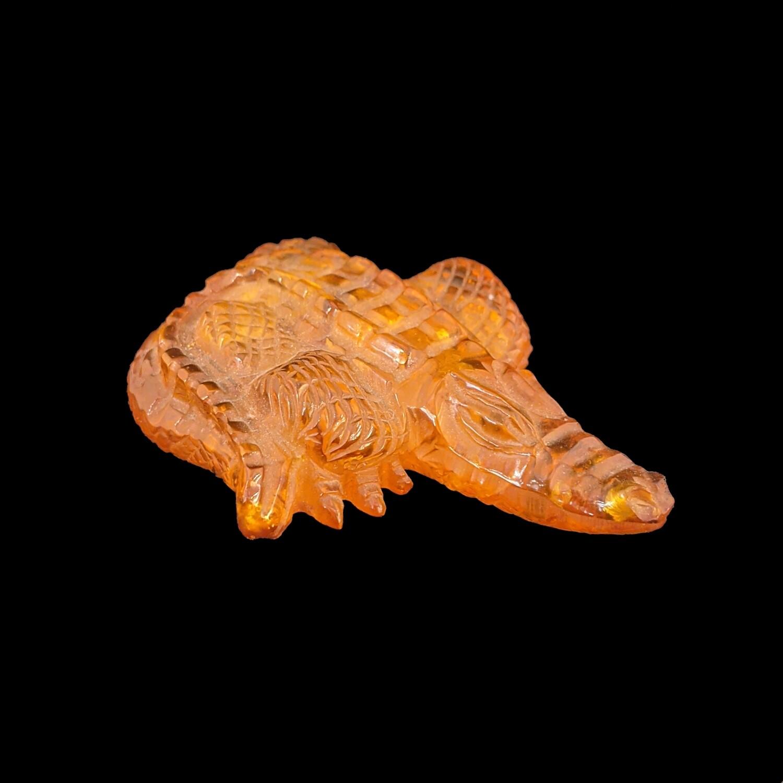 Krokodyl z bursztynu bałtyckiego