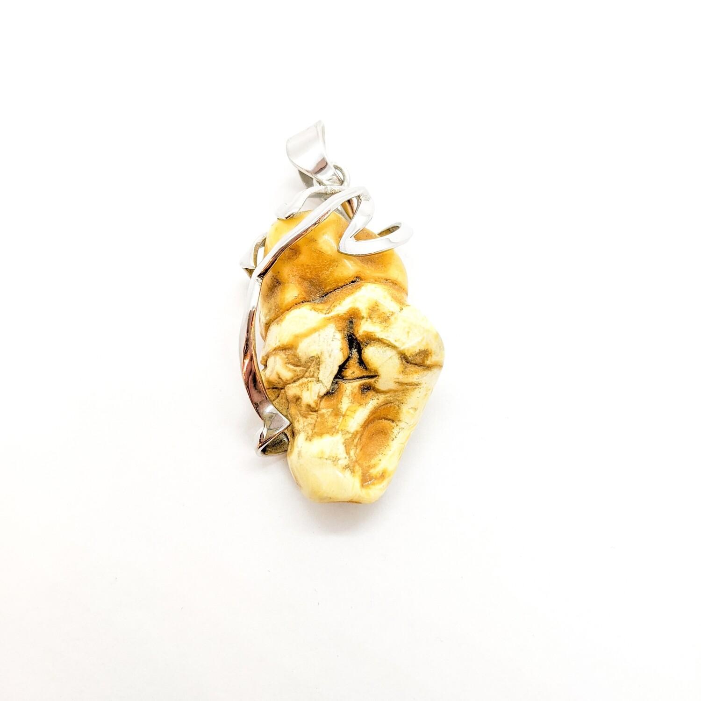 Wisior srebrny z bursztynem